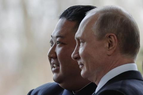 Le binh Nga nghiem chao ong Kim Jong Un den gap Tong thong Putin hinh anh 9