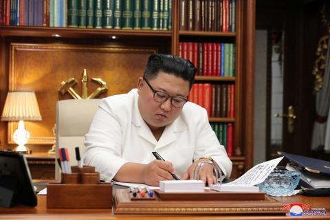 Loi xin loi chua tung co tien le cua ong Kim Jong Un hinh anh