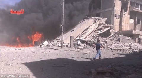 Chien dau co Nga doi bom thi tran cua IS o Syria hinh anh