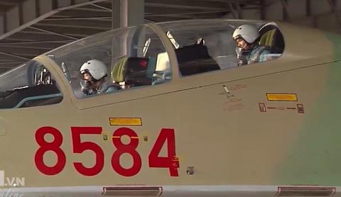 Cau chuyen ve chiec ghe phia sau cua may bay Su-30MK2 hinh anh