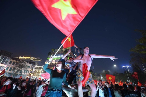 Ho Guom ruc mau co do sau chien thang cua U23 Viet Nam hinh anh 12