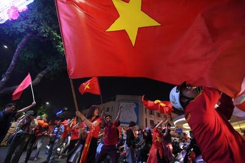 Ho Guom ruc mau co do sau chien thang cua U23 Viet Nam hinh anh 5
