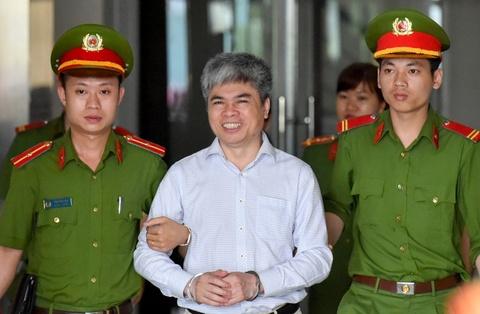 Nguyen Xuan Son tuoi cuoi sau phien toa phuc tham hinh anh