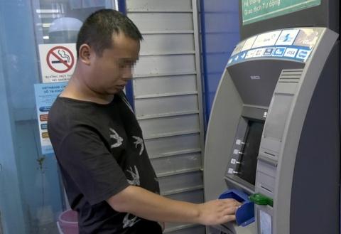 VietinBank len tieng vu nhieu khach hang mat tien trong the ATM hinh anh
