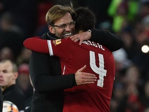 Bom tan Liverpool tung ho Klopp truoc them luot ve voi Man City hinh anh