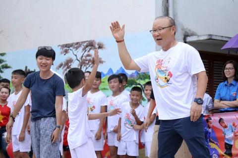 HLV Park Hang-seo no dua cung tre em vung cao Ha Giang hinh anh 4