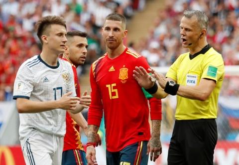 That bat thuong khi Tay Ban Nha bi loai khoi World Cup hinh anh 1