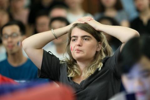 Nu CDV Phap xinh dep trong ngay Messi bai tran truoc Mbappe hinh anh 3