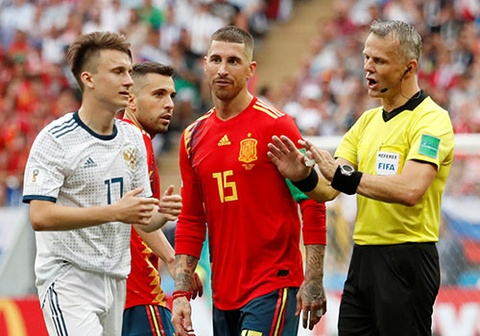 That bat thuong khi Tay Ban Nha bi loai khoi World Cup hinh anh