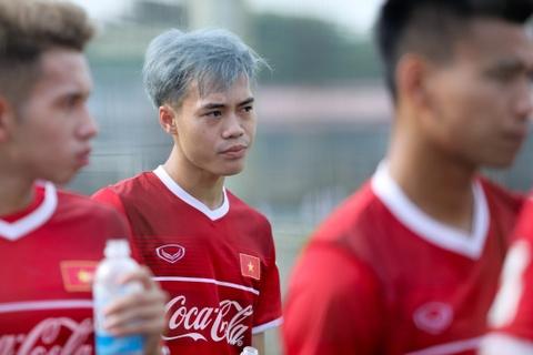 Duc Chinh treu choc Cong Phuong suot buoi tap cua U23 Viet Nam hinh anh 10