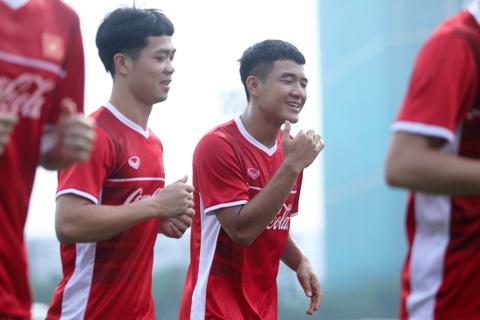 Duc Chinh treu choc Cong Phuong suot buoi tap cua U23 Viet Nam hinh anh 2