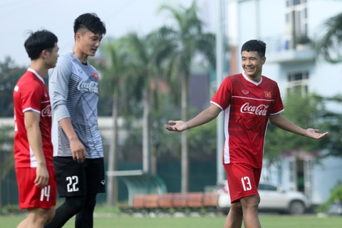 Duc Chinh treu choc Cong Phuong suot buoi tap cua U23 Viet Nam hinh anh 4