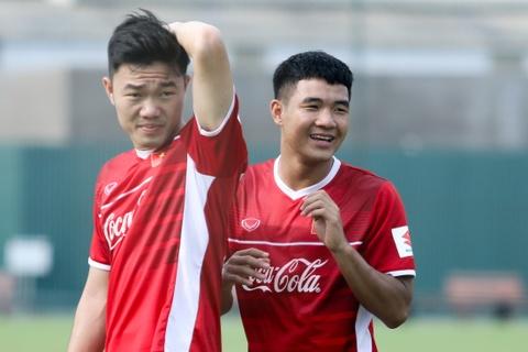 Duc Chinh treu choc Cong Phuong suot buoi tap cua U23 Viet Nam hinh anh 6