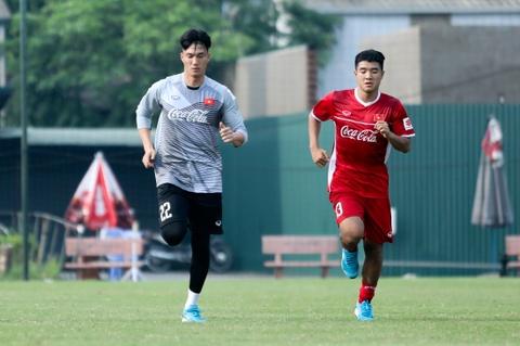 Duc Chinh treu choc Cong Phuong suot buoi tap cua U23 Viet Nam hinh anh 7