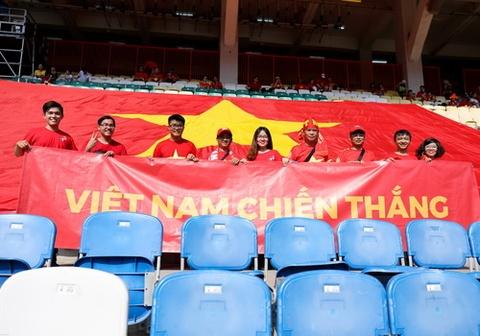 Nguoi ham mo dua dai ky toi Cikarang, co vu Olympic Viet Nam hinh anh
