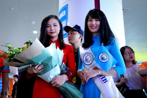 Bau Hien nang cup Ngoai hang Anh, hen Man City tro lai Viet Nam hinh anh 5