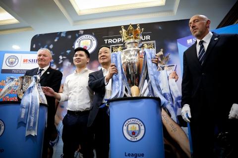 Bau Hien nang cup Ngoai hang Anh, hen Man City tro lai Viet Nam hinh anh 7