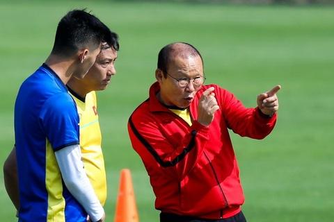 HLV Park Hang-seo dan rieng Tien Linh trong buoi tap cua tuyen VN hinh anh
