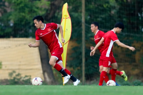 HLV Park Hang-seo gap tay sung huyen thoai truoc tran Philippines hinh anh 6