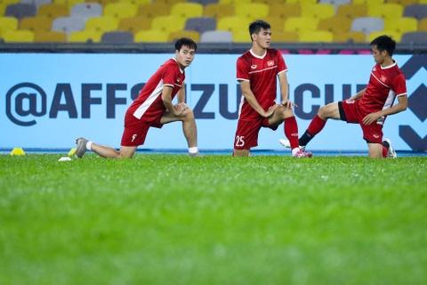 Tuyen Viet Nam dam mua tap luyen truoc chung ket AFF Cup voi Malaysia hinh anh 2