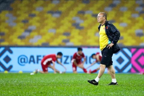 Tuyen Viet Nam dam mua tap luyen truoc chung ket AFF Cup voi Malaysia hinh anh 9