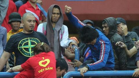 CĐV Việt Nam bị đuổi đánh khi tới Malaysia xem trận chung kết AFF Cup?