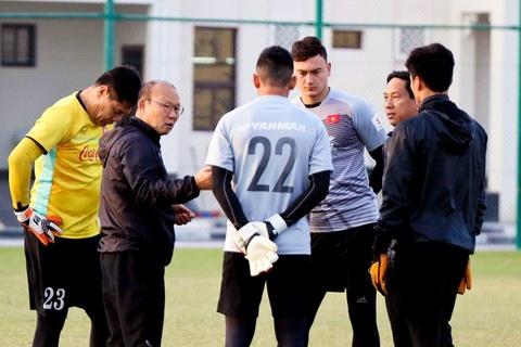 HLV Park Hang-seo dan do Van Lam, Tien Dung, Tuan Manh tai Qatar hinh anh