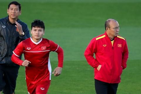 HLV Park Hang-seo dan rieng Quang Hai hai ngay truoc khi gap Iraq hinh anh