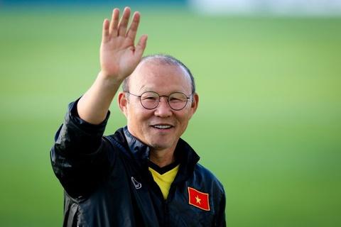 Thầy Park cười rạng rỡ khi phóng viên Hàn Quốc tới xem tuyển Việt Nam