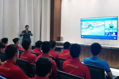 Tran Viet Nam va Nhat Ban la lan dau ap dung cong nghe VAR o Asian Cup hinh anh