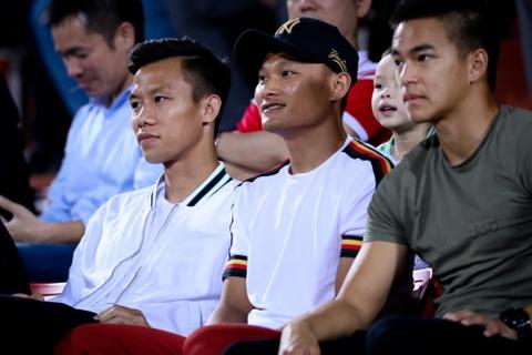 Bui Tien Dung ruc sang, hau due The Cong thang tran dau tai V.League hinh anh 2