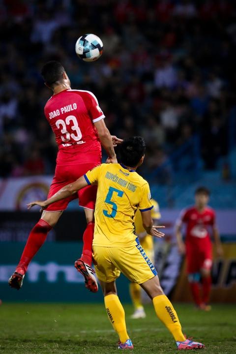 Bui Tien Dung ruc sang, hau due The Cong thang tran dau tai V.League hinh anh 3