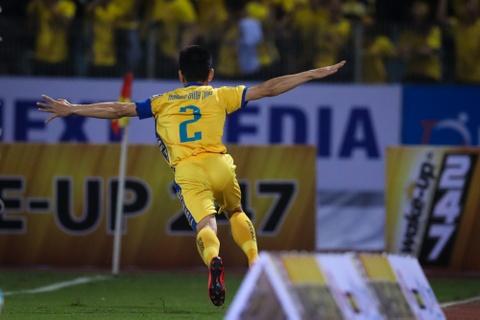 Bui Tien Dung ruc sang, hau due The Cong thang tran dau tai V.League hinh anh 7