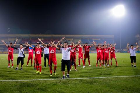 Bui Tien Dung ruc sang, hau due The Cong thang tran dau tai V.League hinh anh 9
