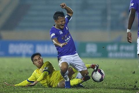CLB Ha Noi to doi Nam Dinh tuoi nuoc ra san de thang tran hinh anh
