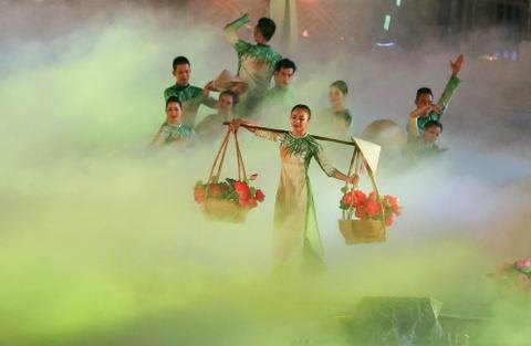 Khai mac Festival Hue 2016 voi am nhac va phao hoa hinh anh 12