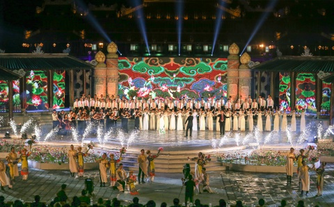 Khai mac Festival Hue 2016 voi am nhac va phao hoa hinh anh 1