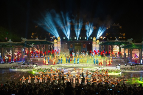 Khai mac Festival Hue 2016 voi am nhac va phao hoa hinh anh 2