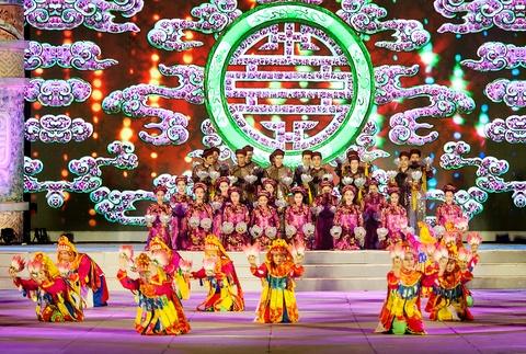 Khai mac Festival Hue 2016 voi am nhac va phao hoa hinh anh 4