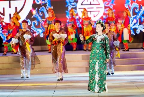 Khai mac Festival Hue 2016 voi am nhac va phao hoa hinh anh 7