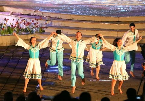 Khai mac Festival Hue 2016 voi am nhac va phao hoa hinh anh 8