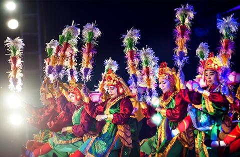 Khai mac Festival Hue 2016 voi am nhac va phao hoa hinh anh 9