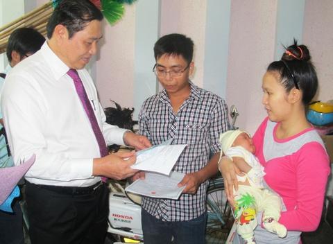 8.700 tre so sinh Da Nang duoc trao giay khai sinh tai nha hinh anh