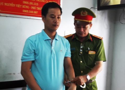 Cong an Da Nang bat giam 3 can bo ngan hang hinh anh