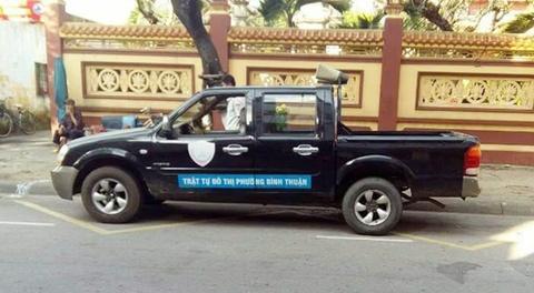 CSGT Da Nang phat xe bien xanh do sai quy dinh hinh anh