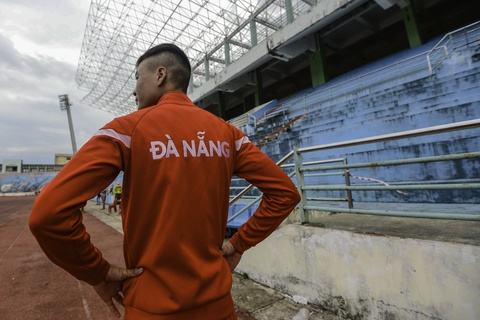 VDV Da Nang phai tap o san Chi Lang xuong cap tram trong hinh anh 3