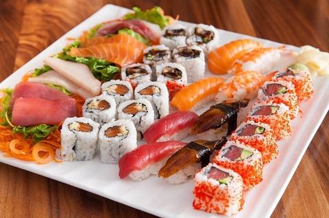 Thu vien thien duong khong chi co sach ma con day ve, lam sushi hinh anh