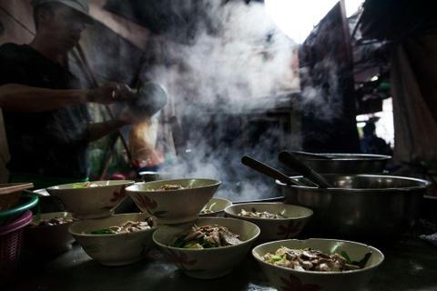 Cung food blogger Ba Chua Via He 'diet sach' am thuc Thai Lan hinh anh 2