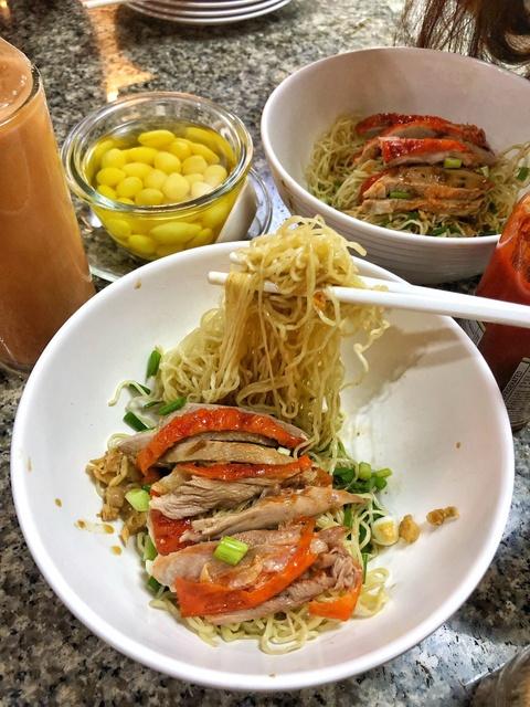 Cung food blogger Ba Chua Via He 'diet sach' am thuc Thai Lan hinh anh 3