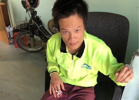 Ga trai nghi ngao da hanh hung bo me luc rang sang hinh anh